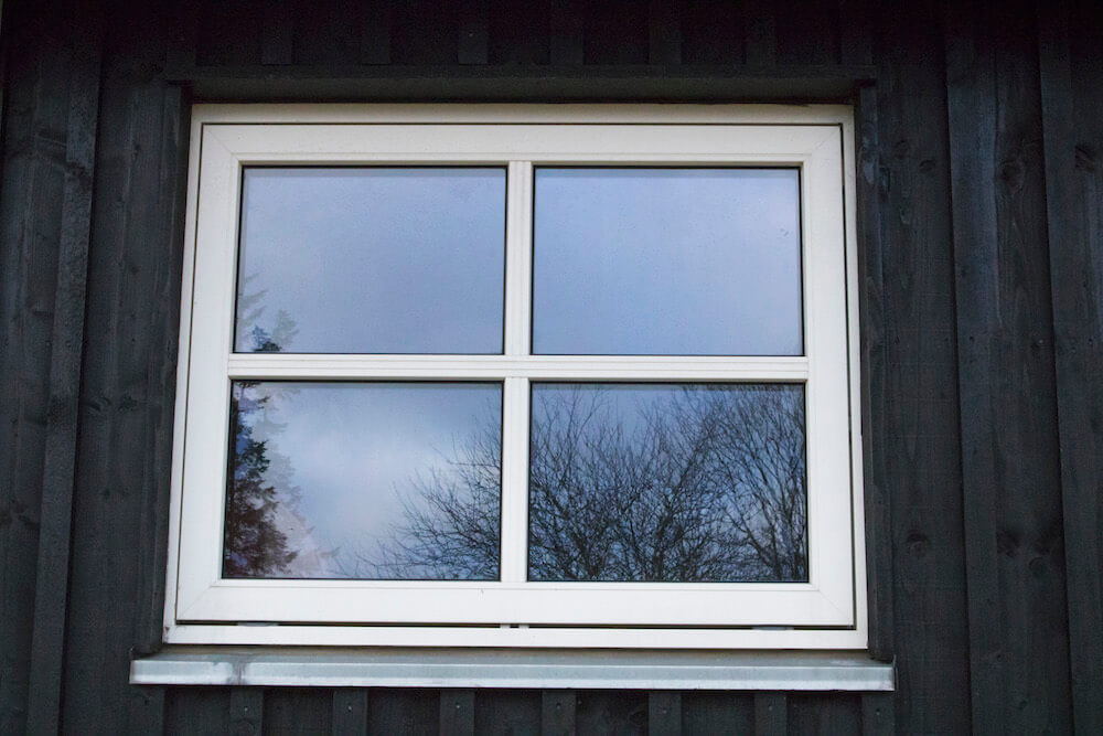 Træ/alu-vindue i udhus